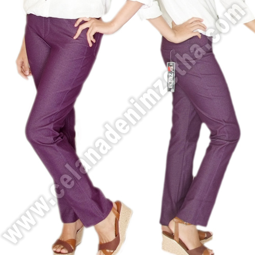Celana Denim Warna Burgundy